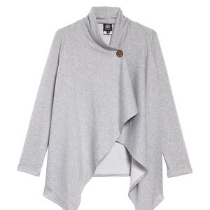 NWT Nordstrom Bobeau Light Gray one Button top